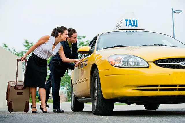 Такси доставит клиента по надлежащему адресу в Москве