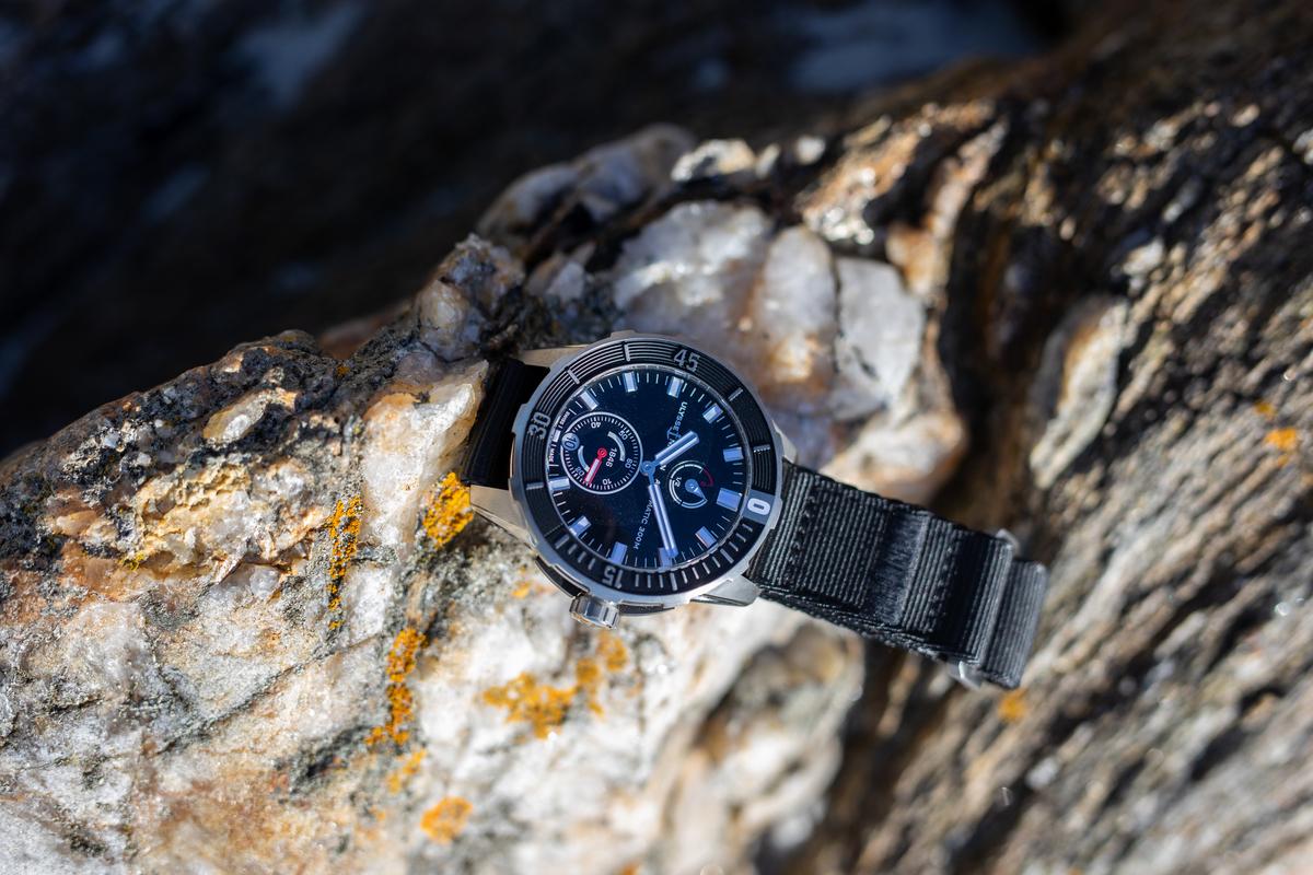 Модель часов бренда Ulysse Nardin с ремешком из переработанных рыболовных сетей
