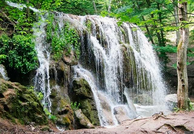 Серебряные-струи-водопад